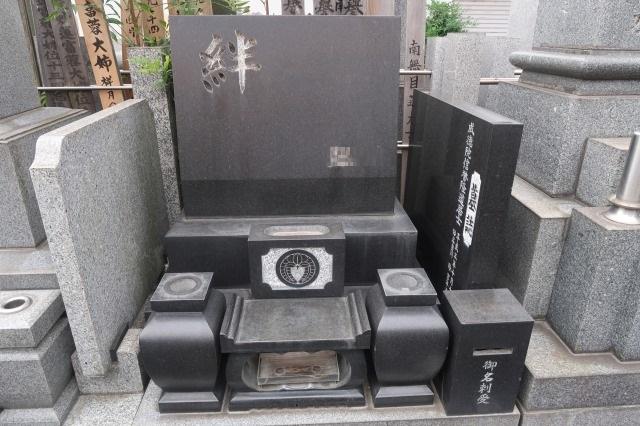 黒御影墓石ビフォー