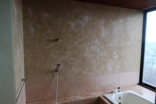 浴室大理石壁シミ